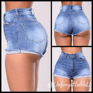 "BNIP! Fashion Nova ""Cray Shorts"" Med Wash Sz 5 (M)"